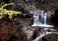 秋模様の渓泉