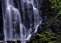 NIKON NIKON D800で撮影した(玄武岩に白布)の写真(画像)