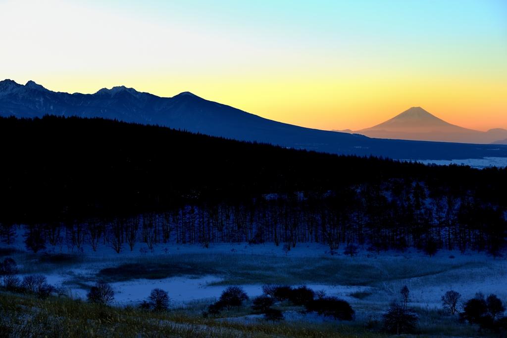 厳冬の湿原の朝