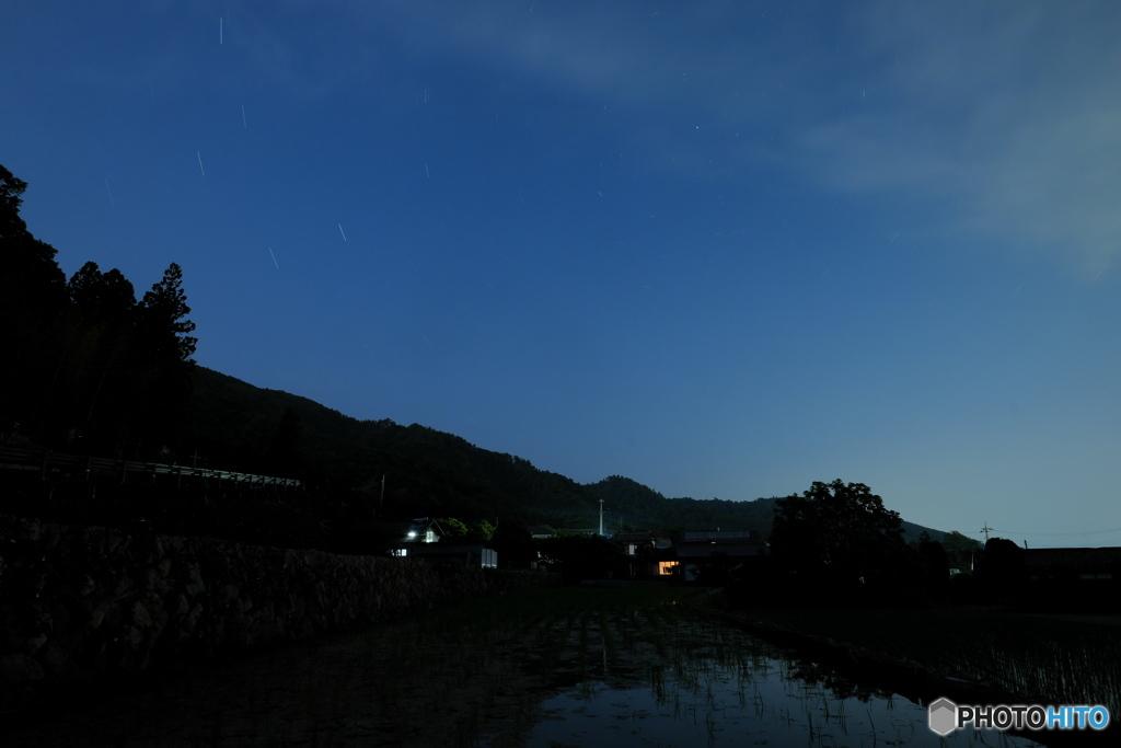 水田と北極星
