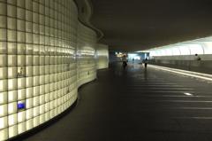 都会の寸景 光の通路