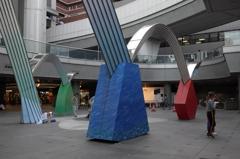 都会の寸景2 若者の広場
