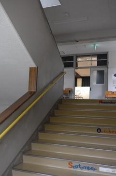 閉校 無人の階段