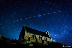 テカポの夜空に現れた奇跡の軌跡