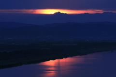 朝焼けに浮かぶ剱岳