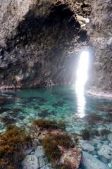 洞穴の先に見えるものは・・・