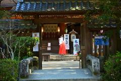 宇治上神社の巫女さん