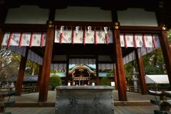 上御霊神社・舞殿と本殿