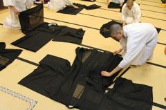 衣の畳み方実習