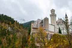 断崖に立つノイシュヴァンシュタイン城