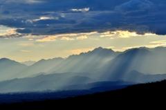 神々しき光芒