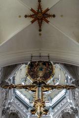 内陣側から見上げる祝福の塔