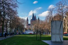 ドイツ統一記念碑とマインツ大聖堂