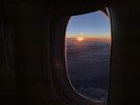 窓越しの夕日