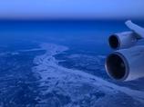 凍てつくアムール川上空