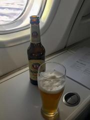 機内サービス・・・先ずはビール♪