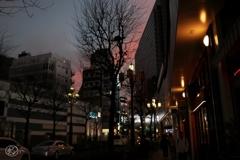 夕闇迫る街