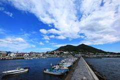 入船漁港から函館山を臨む