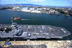 観覧車に乗って護衛艦「加賀」を上から撮ってみた