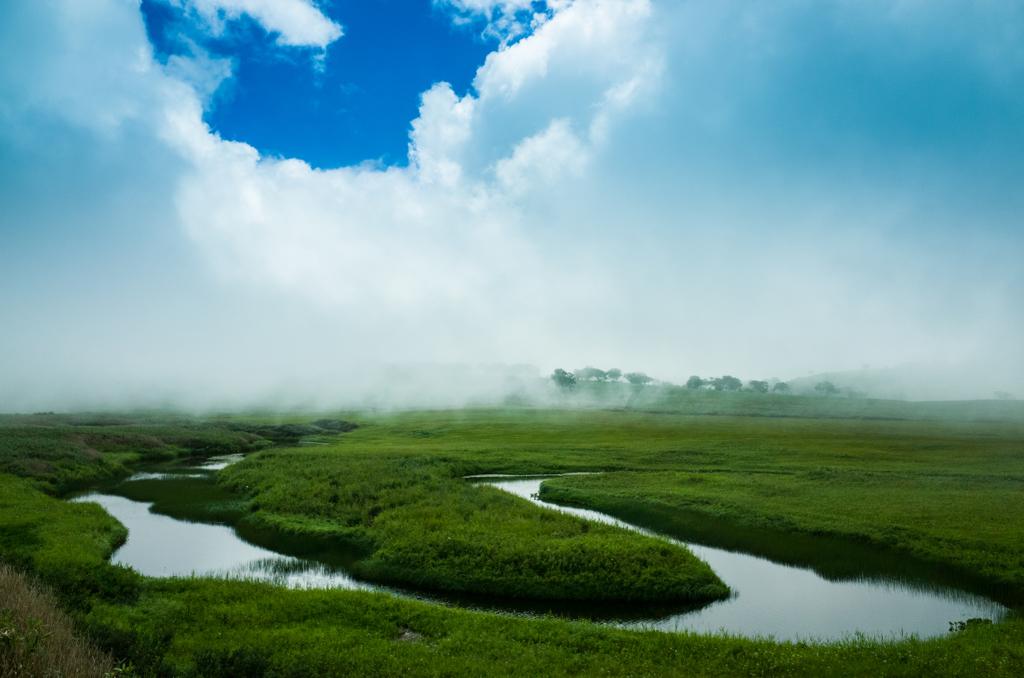 北海道・雨龍沼の青空