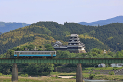 一両列車と大洲城