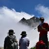 青空と雲と雪そして山