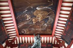 浅草寺を守護する龍 -手水舎で
