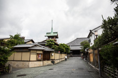ねねの道から祇園閣を臨む。