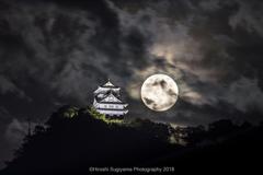 岐阜城と満月(ストロベリームーン)