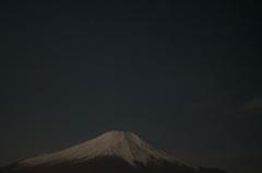 富士山の上に輝く木星