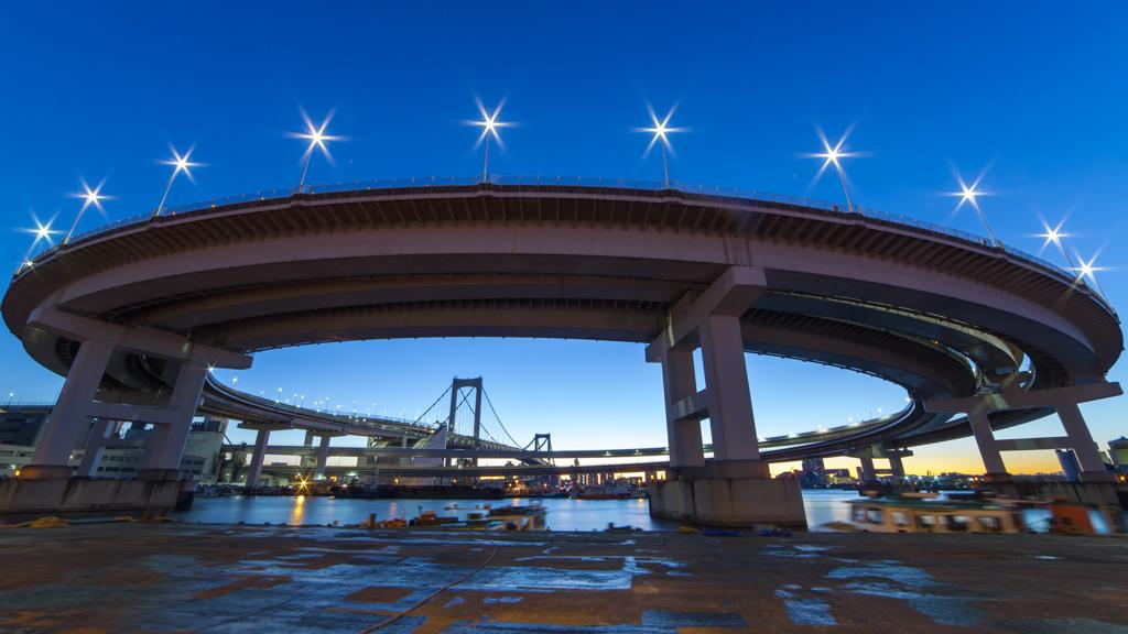 Morning Glory at Tokyo Rainbow Bridge