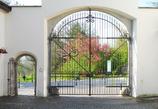 修道院の門