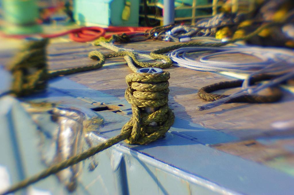 漁船を係留する縄(レンズベビー single-glass)