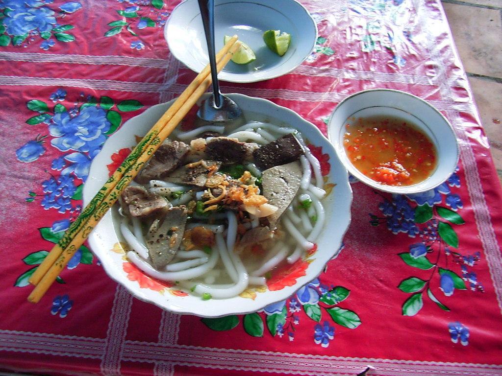 Banh Canh(柔らかい太麺です)