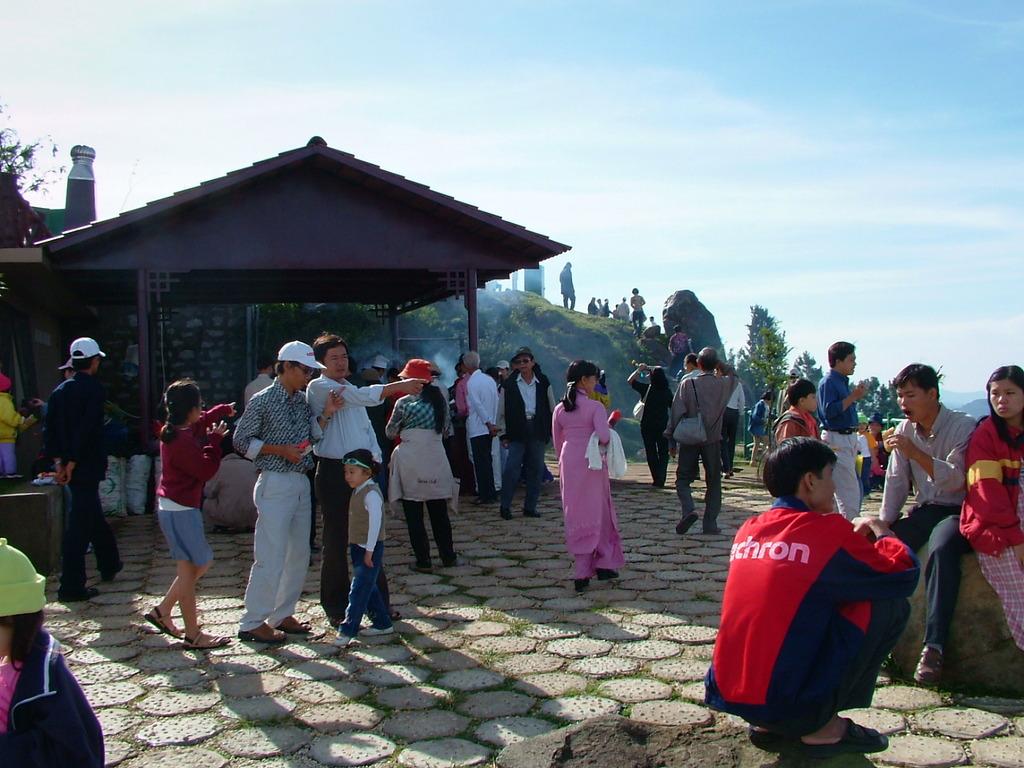 Đà Lạt市の展望台の観光客