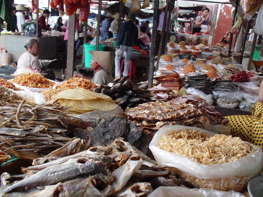 市場の干魚、干エビ屋さん