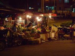 Đà Lạt市郊外の市場の夜