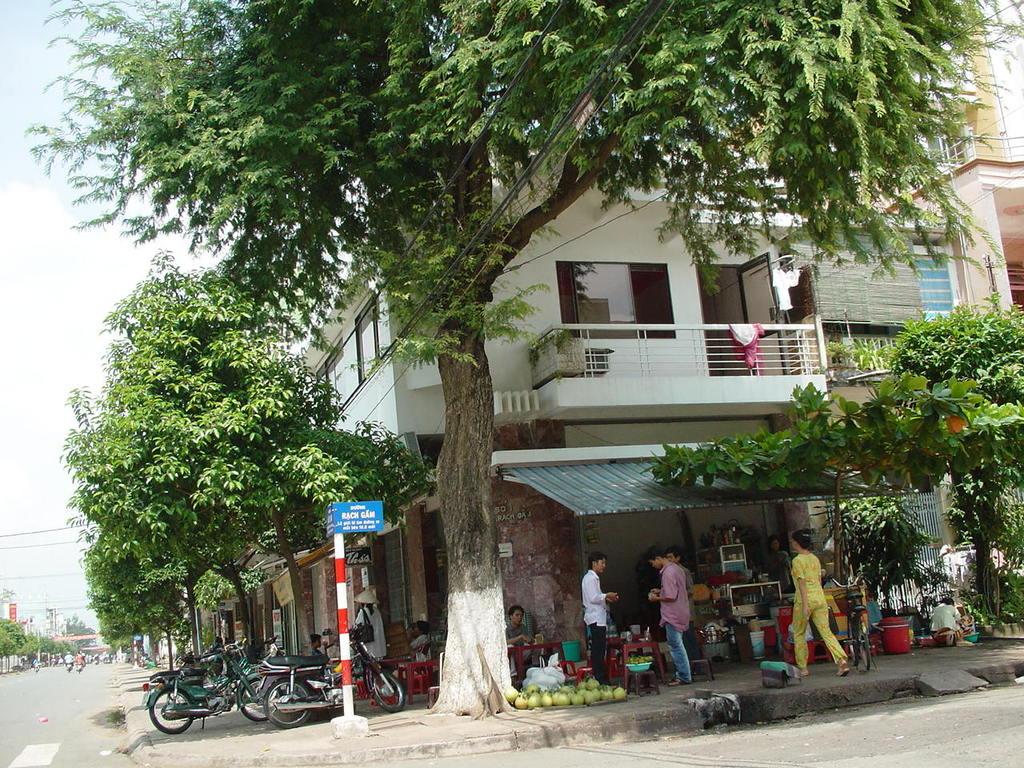 交差点のカフェ