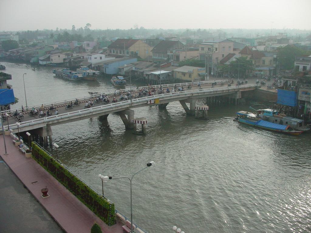 朝のQUAY橋