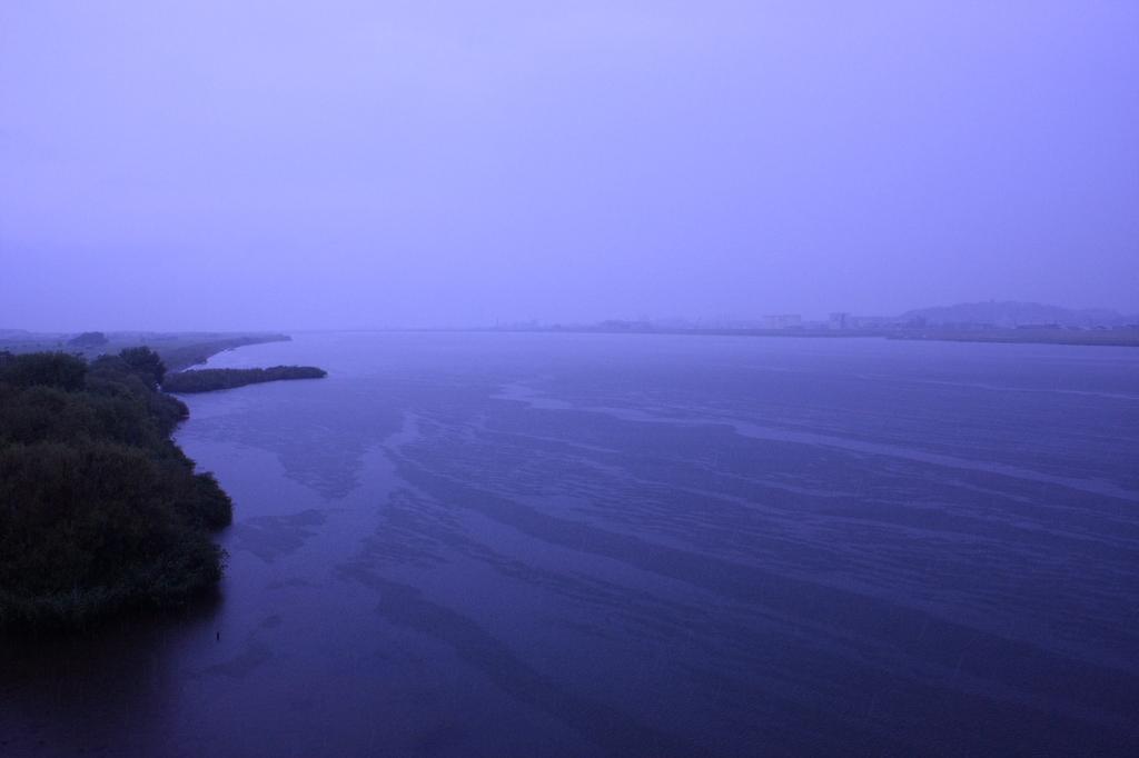 雨の最上川