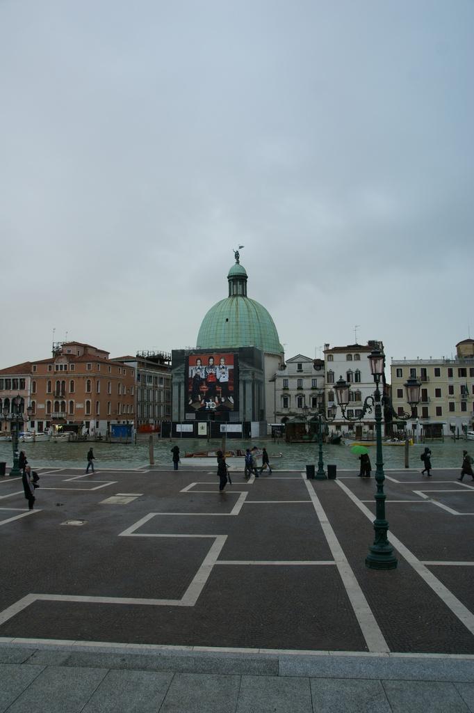 ベネチア駅前水路?