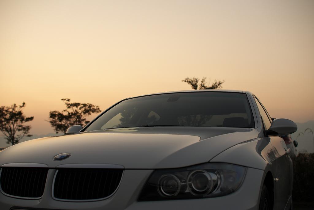 夕焼けと車と…。