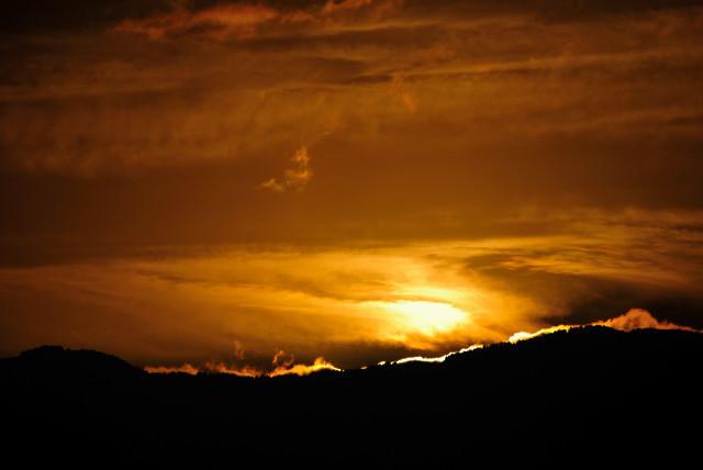 夕焼け(山から雲)