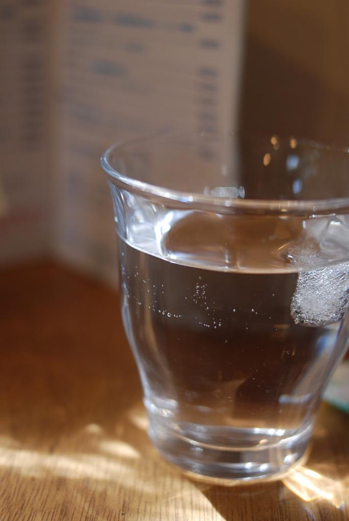 グラスを照らす光