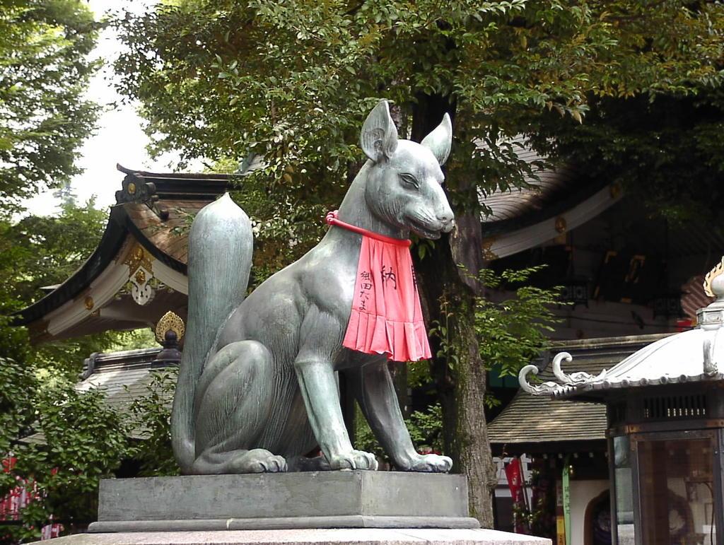 赤坂豊川稲荷 阿形狐