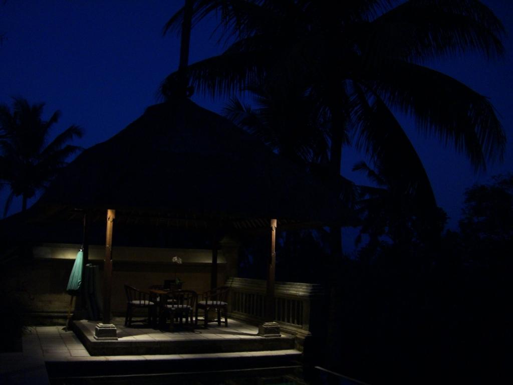 バリ島の夜明け前