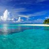 夏の雲と青い海