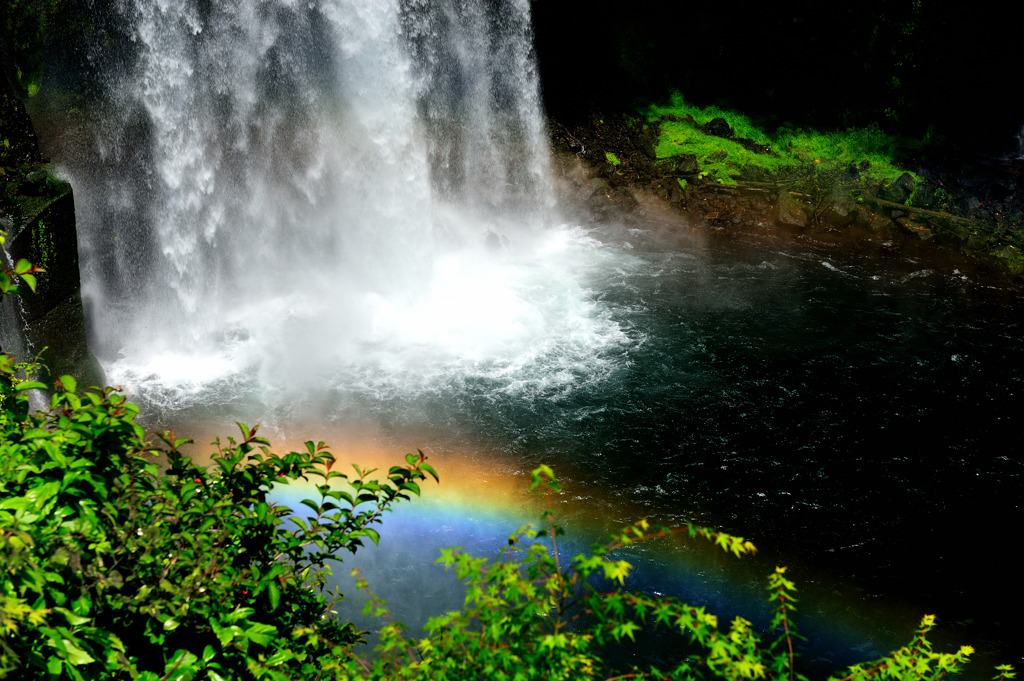 虹と音止滝