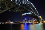 ハーバーブリッジとシドニーの夜景