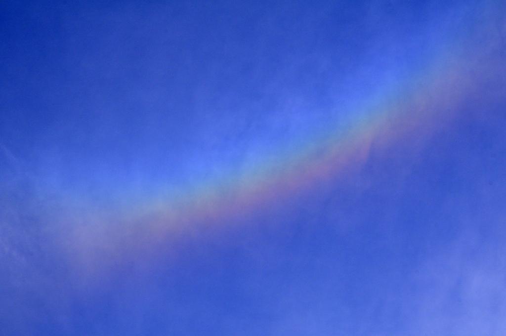 空に輝く虹